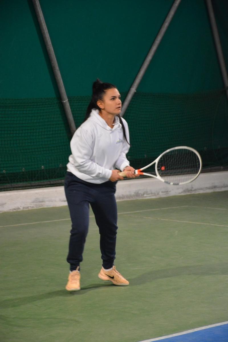 La squadra femminile del TC Fasano esulta al campionato invernale